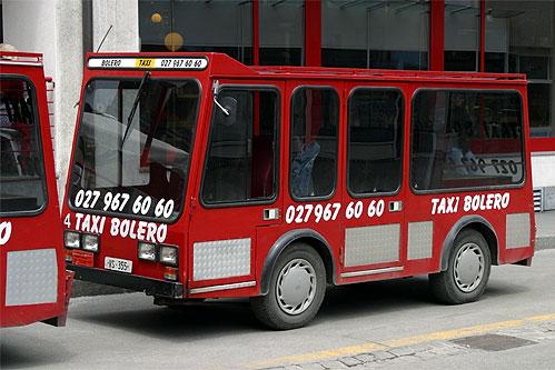 Elektro-Taxi beim Bahnhof Zermatt